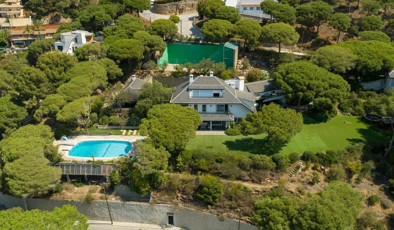 Maison avec piscine et jardin Cabrils