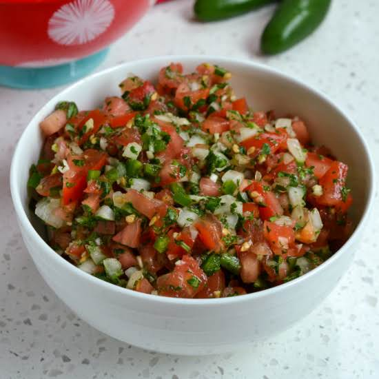 This Easy And Simple Pico De Gallo Recipe Comes Together In Less Than Ten Minutes And Adds Oodles Of Flavor To All Your Mexican And Tex-mex Recipes.