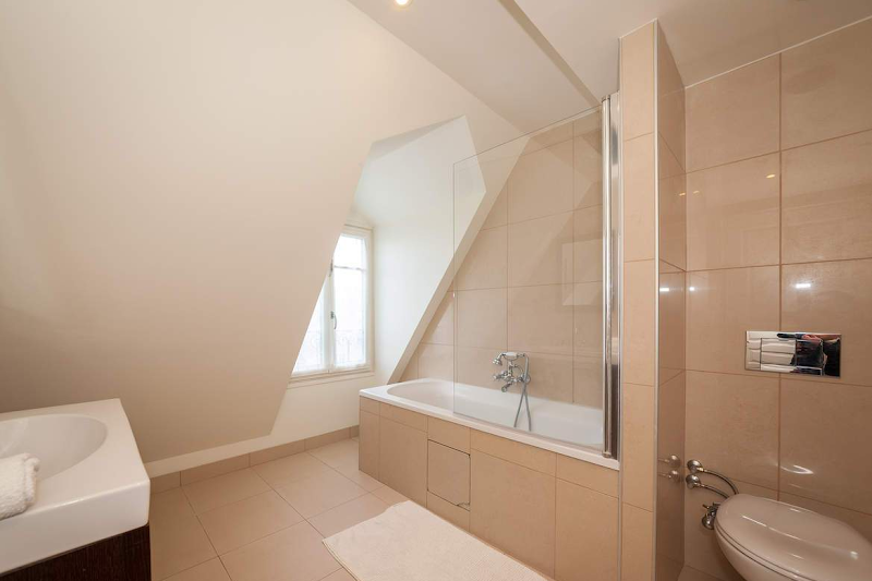 trocadero serviced apartment washroom