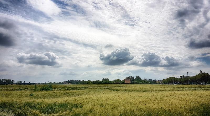 Sospese come le nuvole di Fotodiale