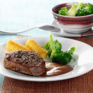Rinder-Pfeffer-Steak mit Balsamico-Johannisbeer-Espuma