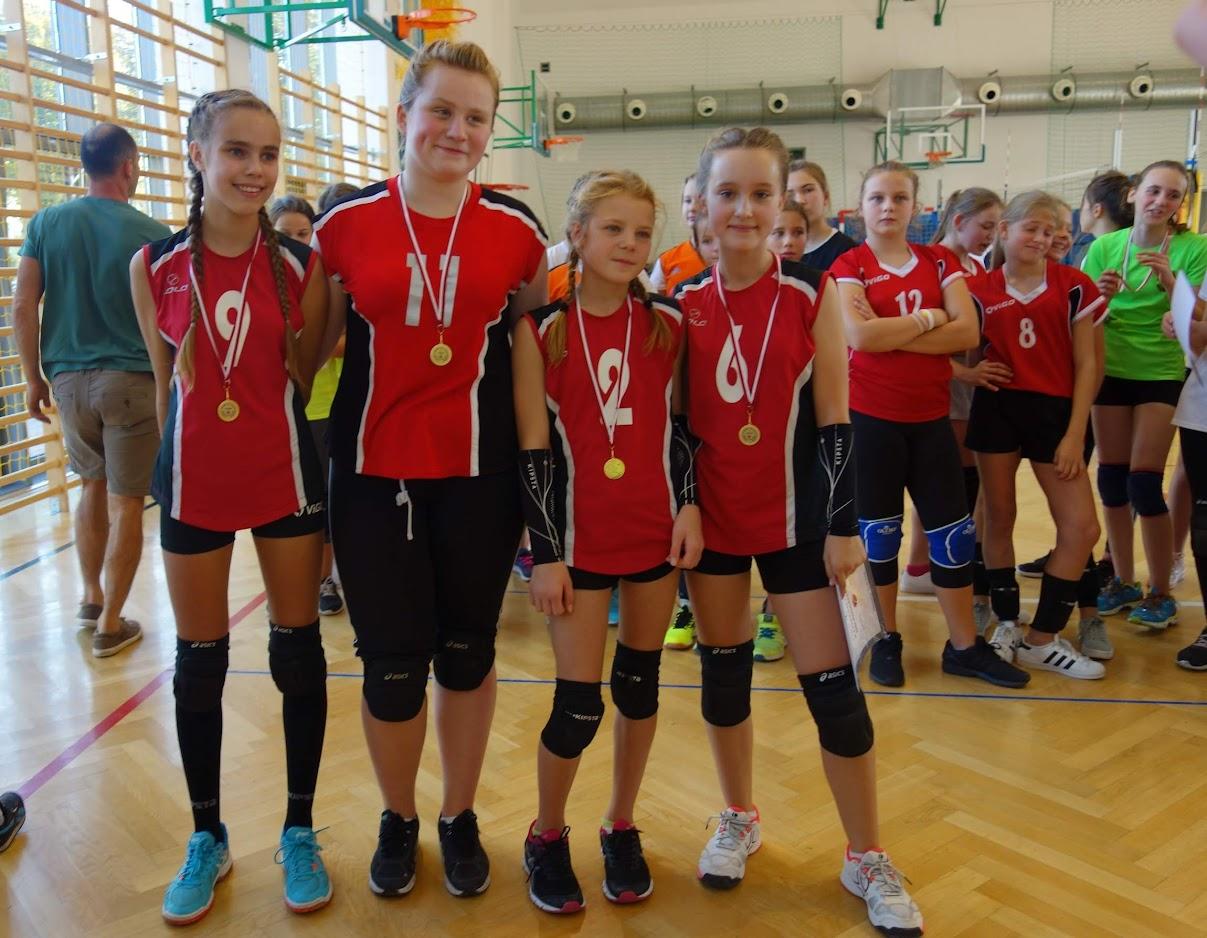 Pierwszy turniej mini siatkówki dziewczat i chłopców