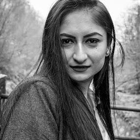 Autumn smile by Nistorescu Alexandru - Black & White Portraits & People ( #sneaky, #cold, #-3, #bw, #autmn, #freezing, #smile )