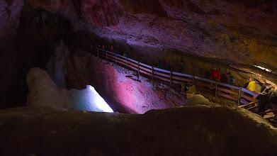 Photo: Některé scenérie jsou krásně nasvícené (Eishöhle)