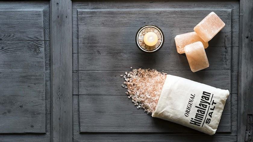 La sal del himalaya usada en este tratamiento tiene grandes efectos detoxificantes y purificantes.