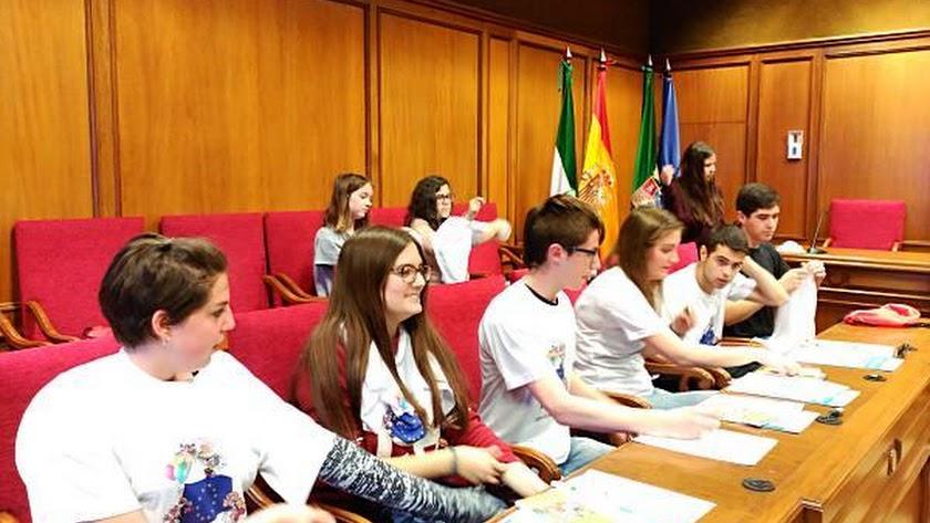 Estudiantes del IES Alto Almanzora, en el salón de plenos.