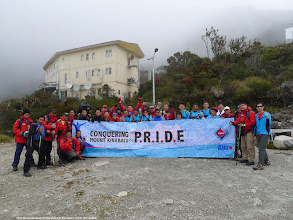 Photo: A group photo before the team descended the mountain at 12 noon on 31 October 2013