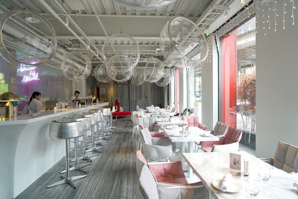 東區最美粉紅咖啡館 Ch-eat & Drink #高空酒吧 #網美餐廳 #忠孝敦化站 #約會推薦 #空中酒吧 #芭比世界