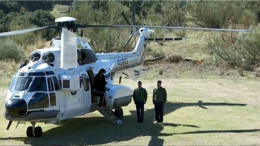 El helicóptero con los restos de Franco aterriza en Mingorrubio.