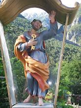 Photo: 10e Dag, zaterdag 25 juli 2009 Bludenz - Imst Dag afstand: 90.5km, Totaal gereden: 979 km . Petrus met de sleutels bij een kerk in de buurt van Imst.