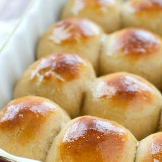 Copycat King's Hawaiian Bread Rolls.