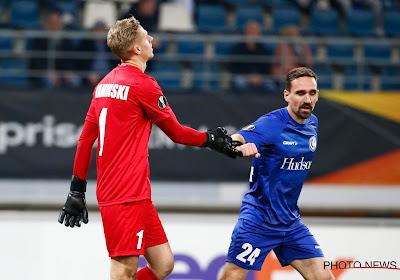 """🎥 De gruwelijke owngoal van Thomas Kaminski, spelers nemen hun goalie in bescherming: """"Met een voetballende doelman ..."""""""