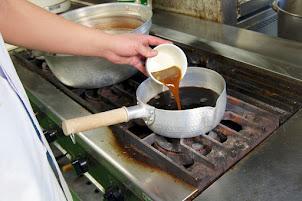 黒千石の煮汁に特製醤油だれ