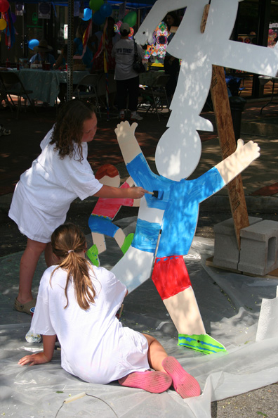 Photo: Children painting the sculpture