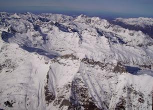 Photo: Hautes Pyrénées: vision aérienne sur les crêtes Sud du Soum Blanc de Secugnat (2577m) proches de Gavarnie.
