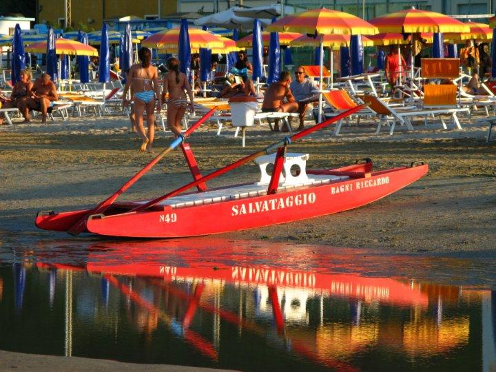 La barca salva vita di Andrea Venturelli