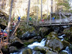Photo: Stiegen und Brücken wechseln einander ab.