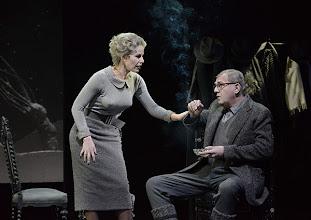 Photo: Wien/ Theater in der Josefstadt: DIE MAUSEFALLE von Agatha Christie, Inszenierung Folke Braband, Premiere 19.12.2013. Aleksandra Krismer, Martin Zauner. Foto: Barbara Zeininger