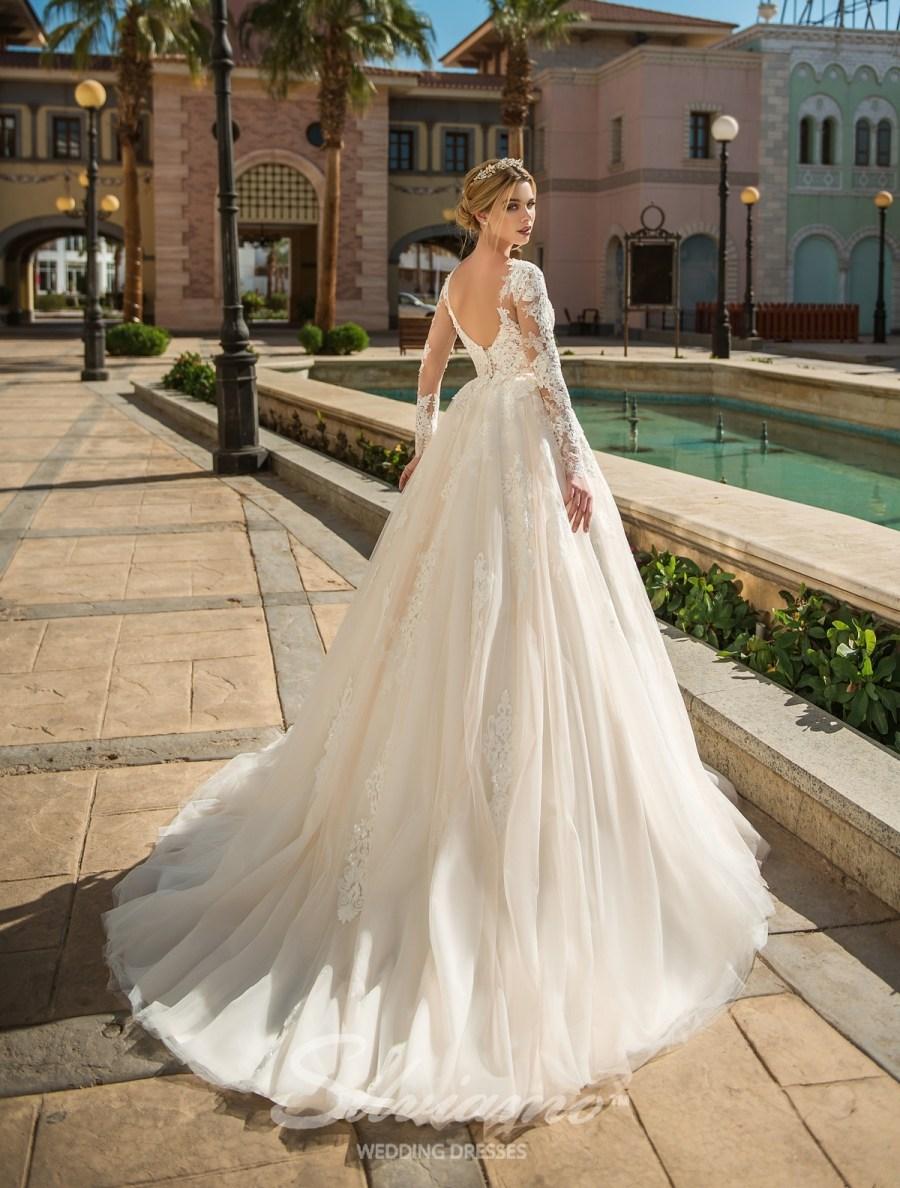 Весільну сукню зі шлейфом фото