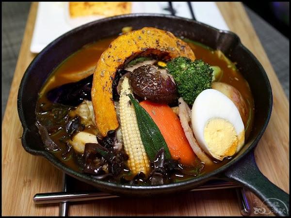 銀兎湯咖哩 西門分店~多種口味湯咖哩,好吃小秘方大公開,愛吃飯的,可以加到尖尖高高的富士山飯喔!西門咖哩
