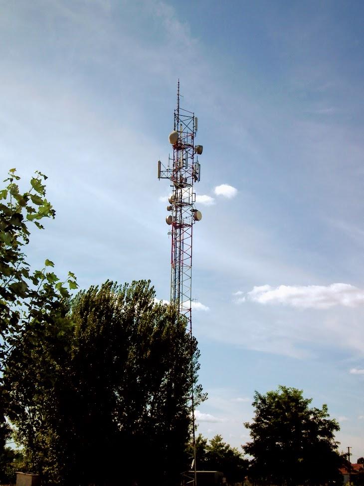 Tiszakécsle/Kolozsvári utca - helyi URH-FM adóállomás