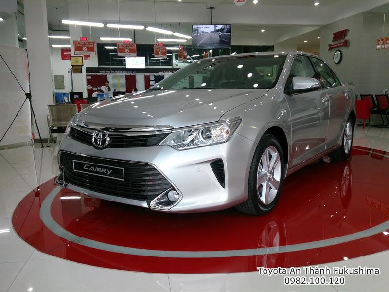 Giảm Giá xe hơi Toyota Camry 2.5 Q 2016 màu BẠC