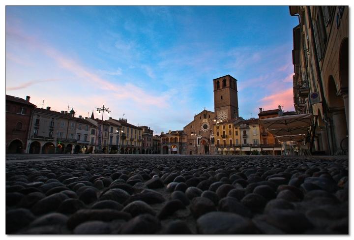 Come un sasso vede la Piazza di Paolo Sartorio