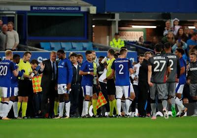 Les supporters de l'Hajduk Split tentent d'envahir la pelouse d'Everton