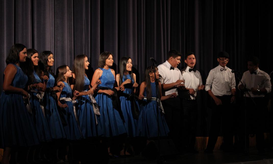 """Acapella interpretaron los cantantes de la orquesta la canción """"Chan Chan"""", del grupo Buena Vista Social Club."""