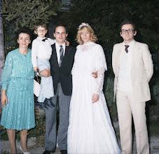 Photo: 9 settembre 1984: al matrimonio  di Alberto e Carla con Michele in braccio a zio Alberto nel giardino del ristorante Sullivan di Lonato