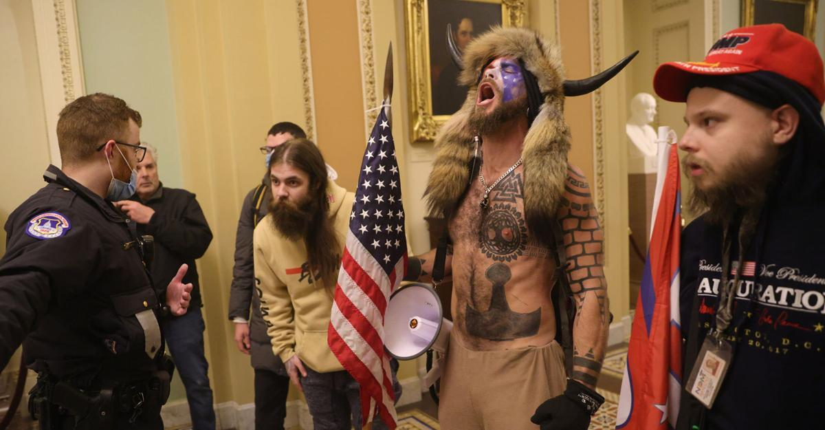 Where have you seen this guy before? 'QAnon Shaman,' in horned hat, stood  front and center in Capitol riot | Washington | themercury.com
