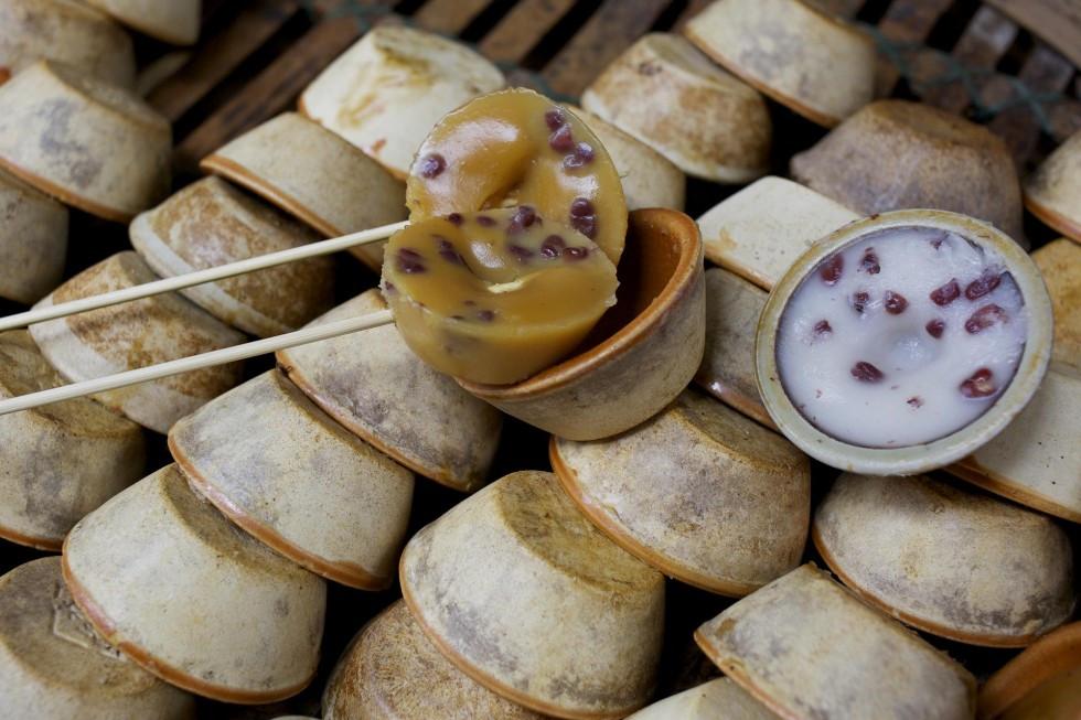 Put Chai Ko (Bánh đúc đậu đỏ): Món ăn vặt này gần giống như bánh đúc, với nhân đậu đỏ ngọt bùi và lạ miệng.