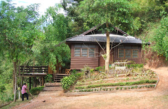 Photo: A decent bungalow in Klong Tron waterfall sub station