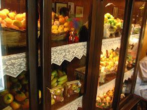 Photo: Meyve görünümlü şekerlemeler. Candies in the form of fruits.