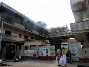 Photo: Après une nuit réparatrice, nous visitons l'Hôpital Saint Luc