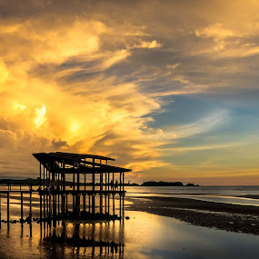Esplanade by Ted Khiong Liew - Landscapes Sunsets & Sunrises ( sky, send, silhouette, sunset, sea )