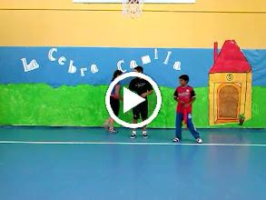 Video: Coreografias de Ed. fisica. Alumnos de 5ºA de Primaria. ¡Buen trabajo campeones!