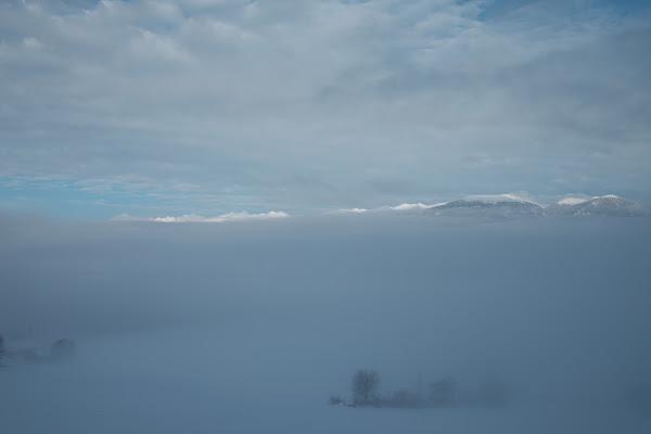 Montagne sopra la nebbia di nicolagardin