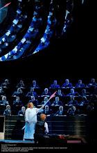 Photo: BAYREUTH 2011: PARSIFAL in der Inszenierung von Stefan Herheim. Zu unserem Bericht von Dr. Klaus Billand. 3.Aufzug: Simon O'Neill (Parsifal) und Detlef Roth (Amfortas).  Foto: Bayreuther Festspiele/ Enrico Nawrath.