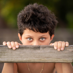 looking at me  by Michel Vandermeersch - Babies & Children Child Portraits ( young boy, beautiful, reunion, boy, eyes )