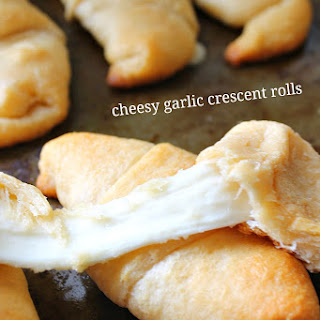 Cheesy Garlic Crescent Rolls for #SundaySupper