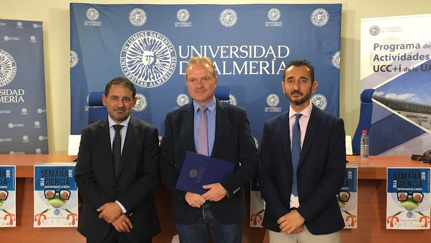 Emilio Matías, Diego Luis Valera y Fernando José Diánez en la presentación de la Semana de la Ciencia de la UAL.