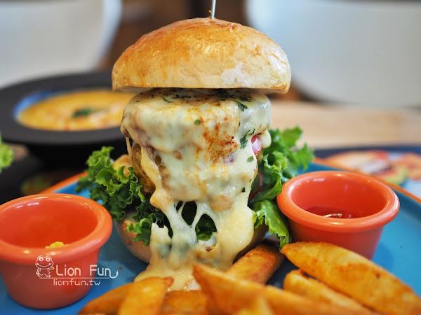 LAb EAt burger。漢堡皮與牛肉排都是自己做的,真材實料只要200元!台中漢堡專賣店|勤美綠園道美食|廣三SOGO美食