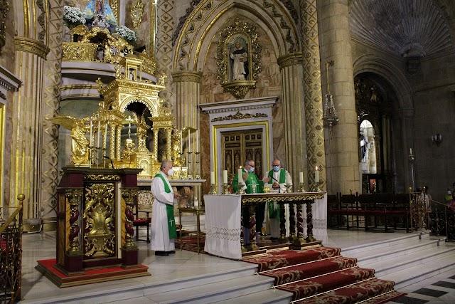 El padre Francisco Panero presidió la eucarístía y concelebraron Juan Torrecillas y Fernando Peña.