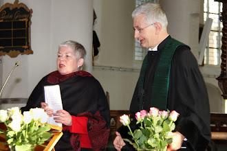 Photo: Ds. Henri Veldhuis wordt aan het eind verrast vanwege 20 jaar predikantschap in Culemborg . . .