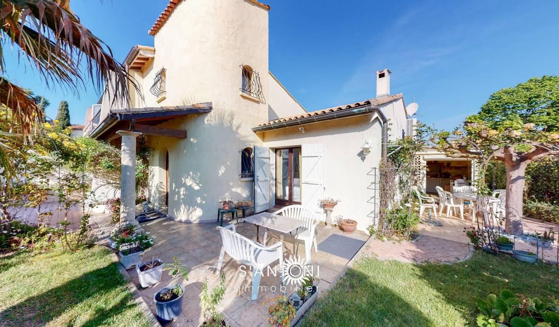 House with terrace Balaruc-le-Vieux