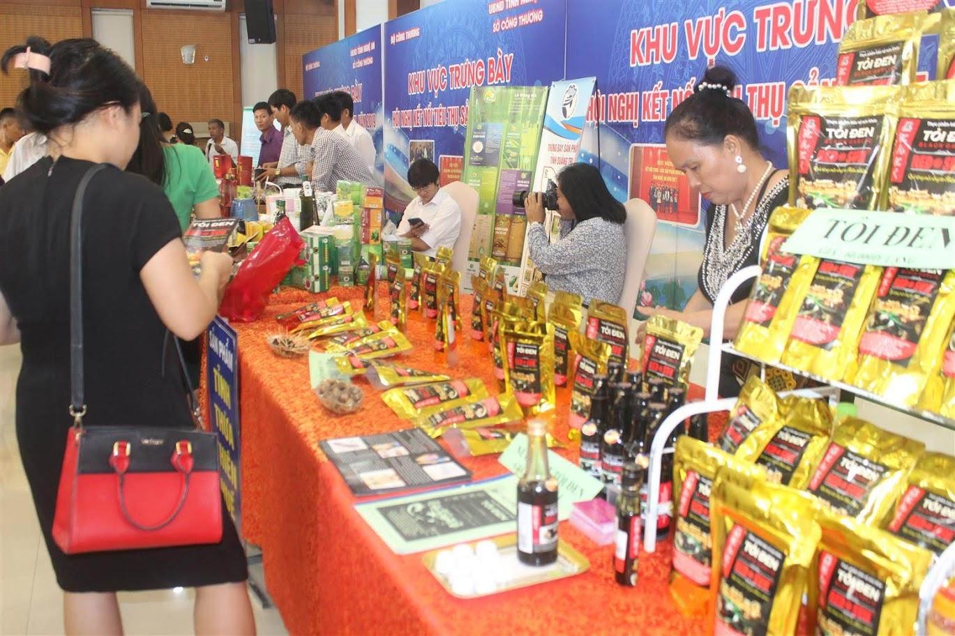 Các doanh nghiệp, đơn vị giới thiệu sản phẩm bên lề Hội nghị