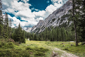 Photo: Trail 19 in Valle di Braies, Dolomiti, Italy | http://blog.kait.us/2014/06/hiking-dolomites.html