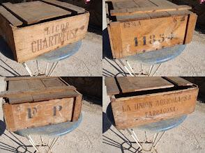 """Photo: Une ancienne caisse en bois  """"Licor CHARTREUSE  La Union Agricola SA TARRAGONA"""""""