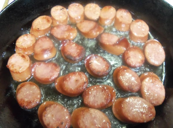 Brown sausages in oil . Set aside.